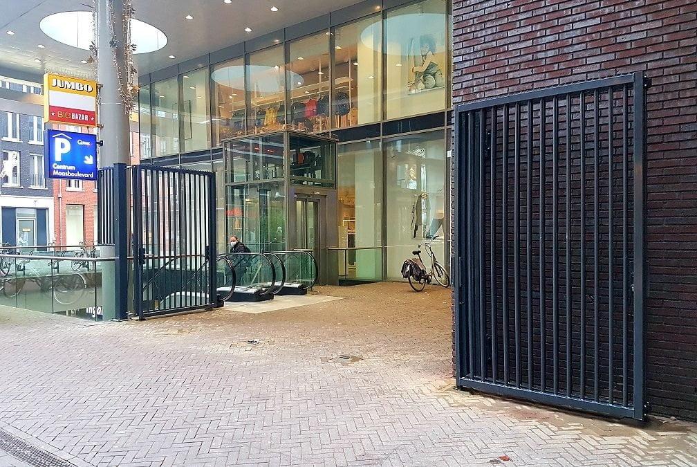 Hekwerk bij Jumbo en parkeergarage Maasboulevard moet overlast beperken